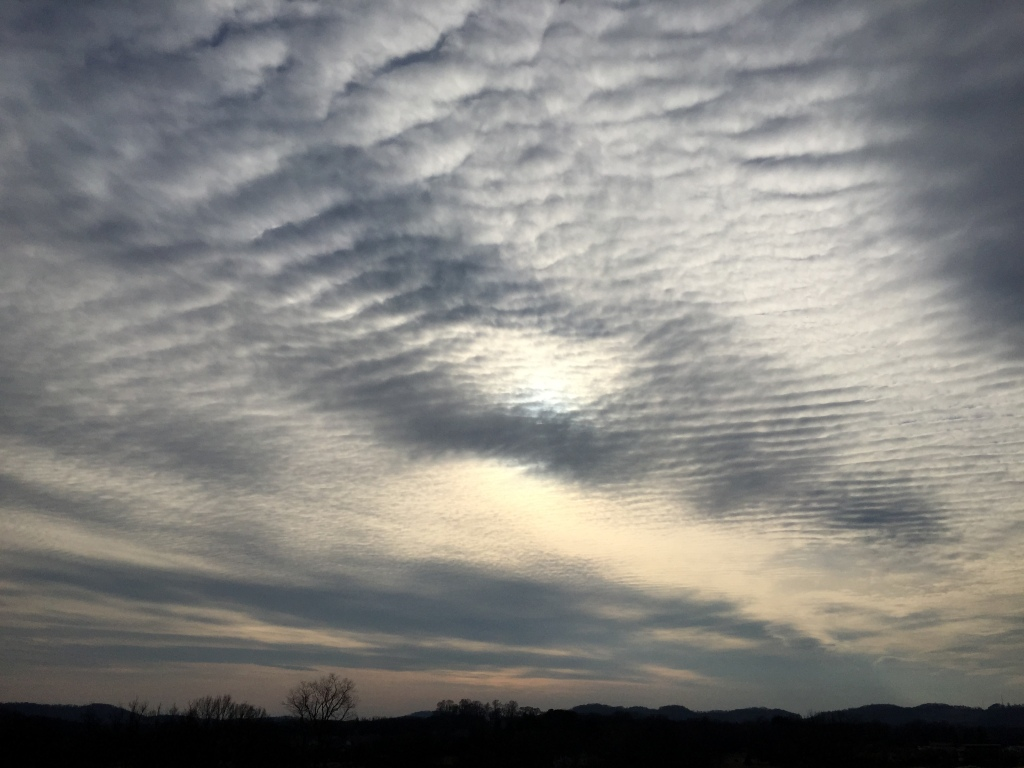 Notice the patterns in the cloud formation.  Thats natural, right?